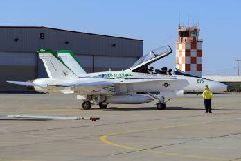 163115 - USA - Navy McDonnell Douglas F-18B Hornet