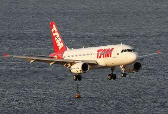 PT-TMI - TAM Airbus A319