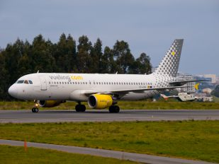 EC-KDH - Vueling Airlines Airbus A320
