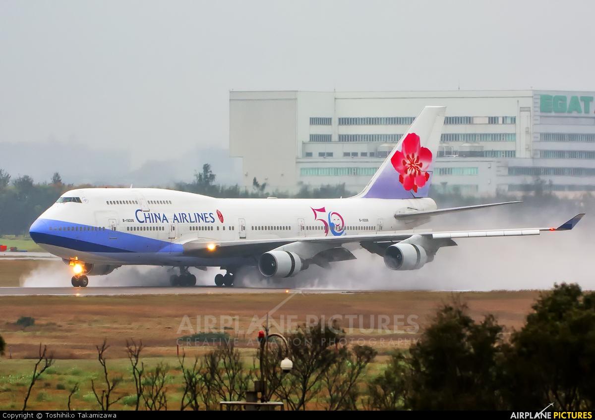 China Airlines B-18208 aircraft at Taipei - Taoyuan
