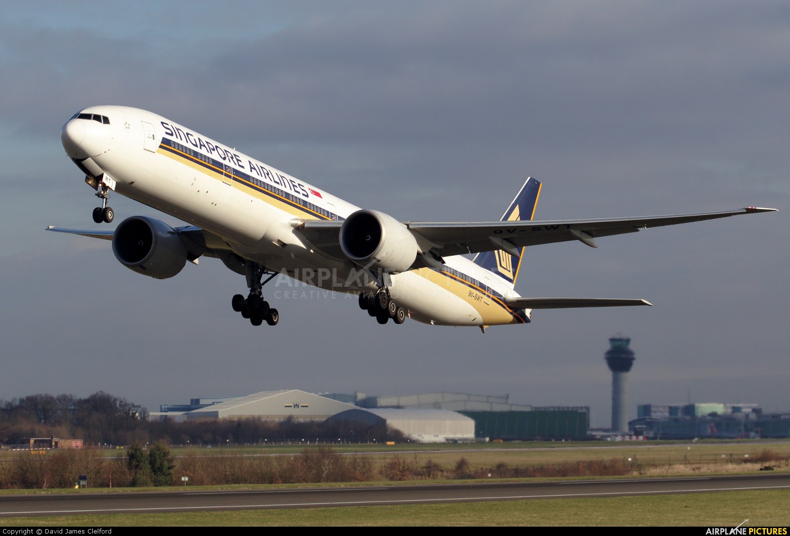 Singapore Airlines 9V-SWT aircraft at Manchester