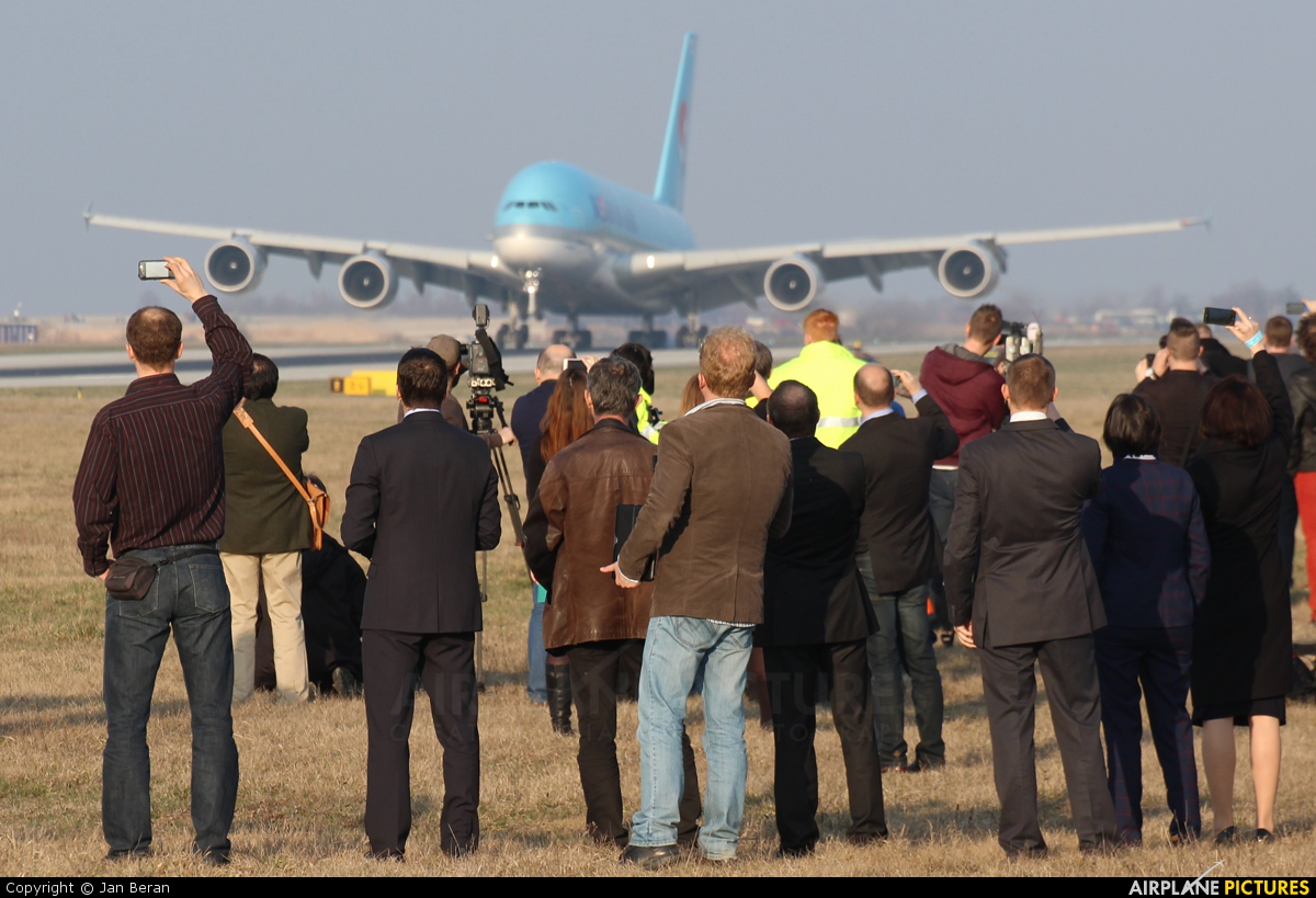 - Airport Overview - aircraft at Prague - Václav Havel
