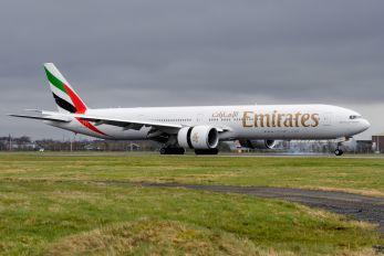 A6-ENJ - Emirates Airlines Boeing 777-300ER