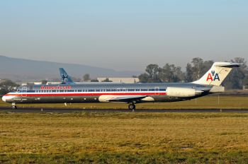 N574AA - American Airlines McDonnell Douglas MD-82