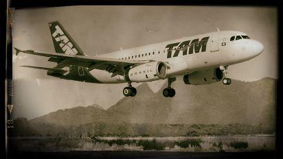 PT-MZD - TAM Airbus A319