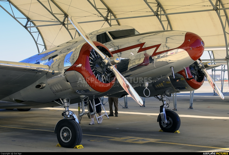 Private NC18906 aircraft at El Centro NAS