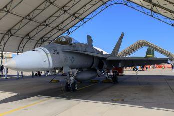 165220 - USA - Navy McDonnell Douglas F/A-18C Hornet