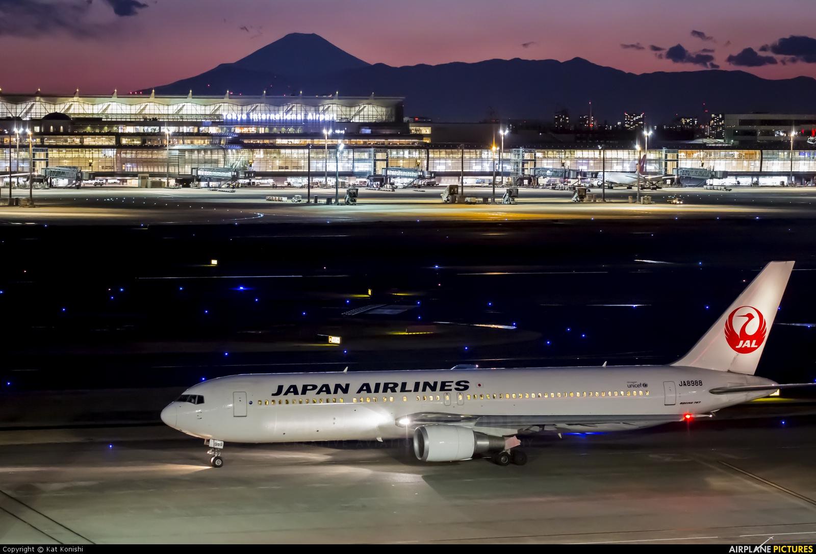 JAL - Japan Airlines JA8988 aircraft at Tokyo - Haneda Intl