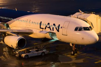 CC-BAF - LAN Airlines Airbus A320