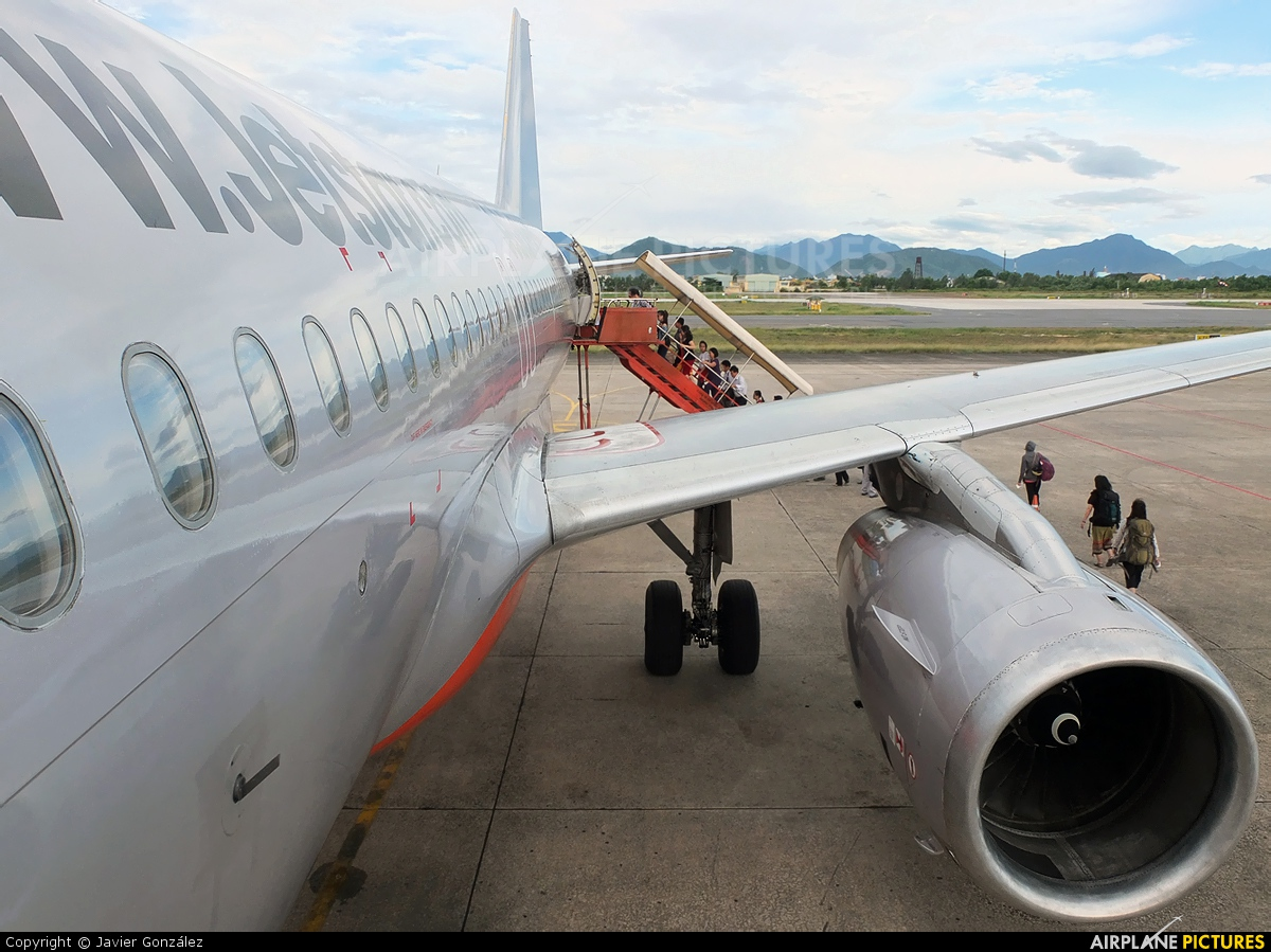 Vn a555 jetstar pacific airlines airbus a320 at da nang photo jetstar pacific airlines airbus a320 vn a555 sciox Images