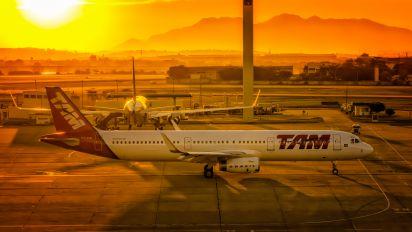 PT-MXL - TAM Airbus A321