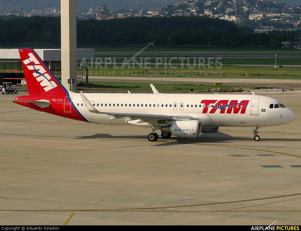 TAM PR-TYG aircraft at Rio de Janeiro/Galeão Intl - Antonio Carlos Jobim