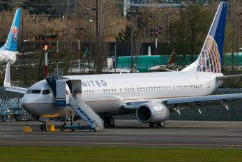N68822 - United Airlines Boeing 737-900ER