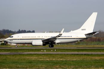166693 - USA - Navy Boeing C-40A Clipper
