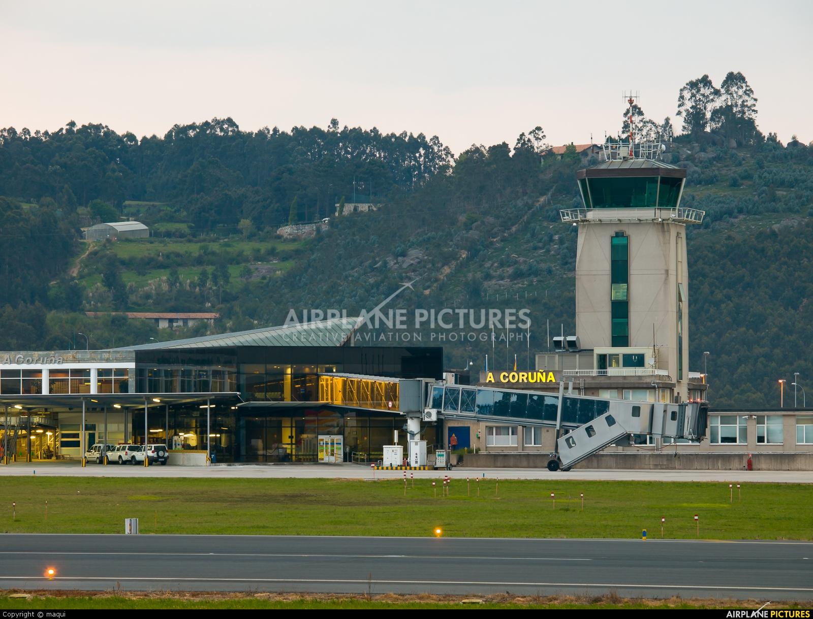 - Airport Overview - aircraft at La Coruña