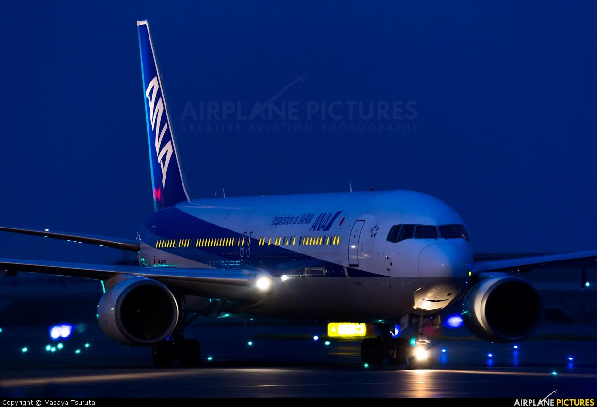 ANA - All Nippon Airways JA8677 aircraft at Tokyo - Haneda Intl