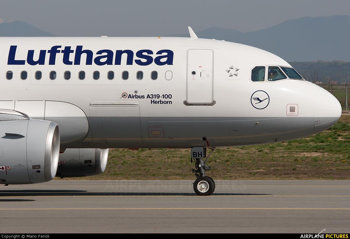 Lufthansa D-AIBH aircraft at Milan - Malpensa
