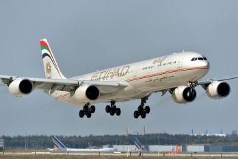 A6-EHK - Etihad Airways Airbus A340-600