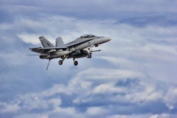 164723 - USA - Marine Corps McDonnell Douglas F-18D Hornet