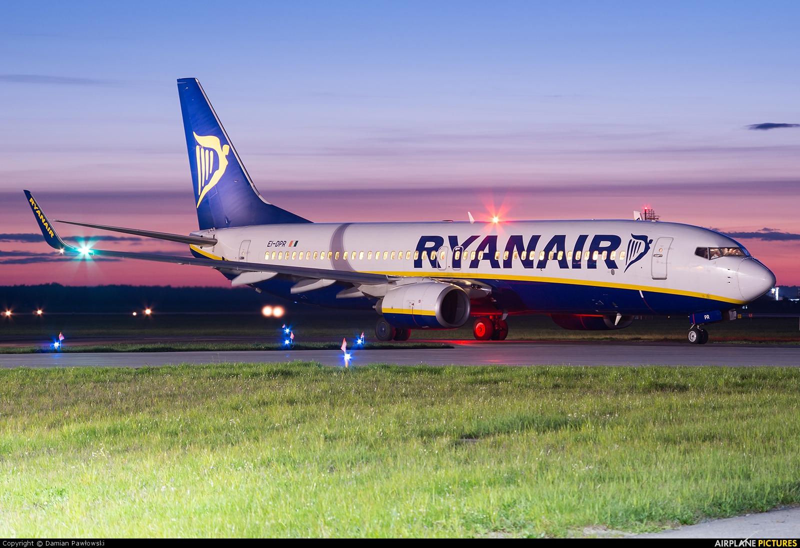 Ryanair EI-DPR aircraft at Bydgoszcz - Szwederowo