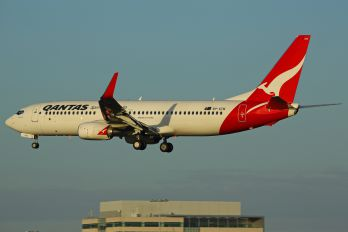 VH-VZW - QANTAS Boeing 737-800
