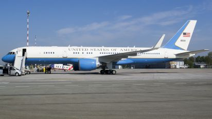 98-0001 - USA - Air Force Boeing C-32A