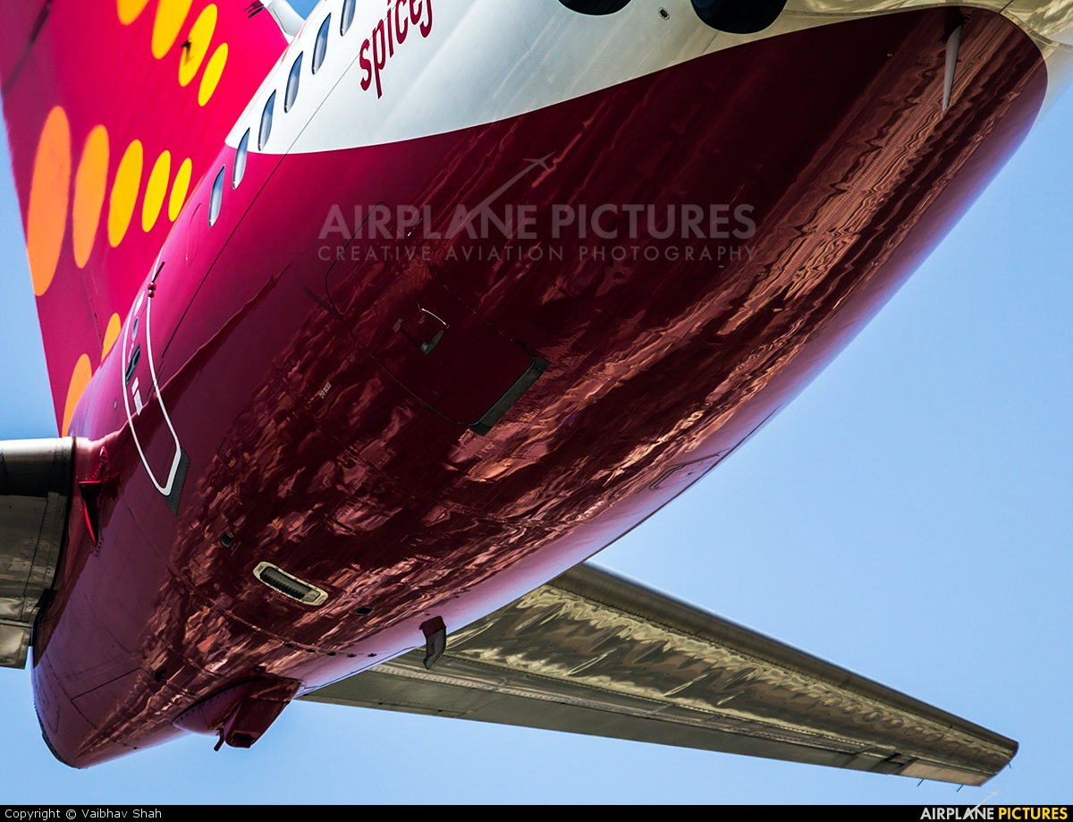 SpiceJet VT-SPU aircraft at Mumbai - Chhatrapati Shivaji Intl
