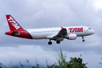 PR-MYT - TAM Airbus A320