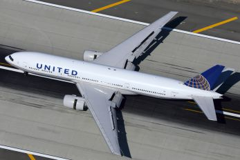 N220UA - United Airlines Boeing 777-200ER