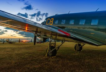 N33VW - Cavanaugh Flight Museum Douglas DC-3