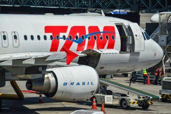 PR-MHR - TAM Airbus A320