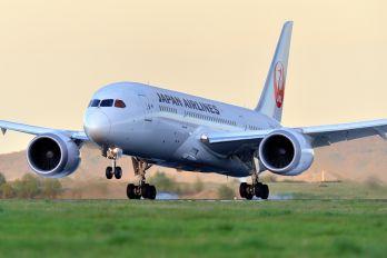 JA828J - JAL - Japan Airlines Boeing 787-8 Dreamliner