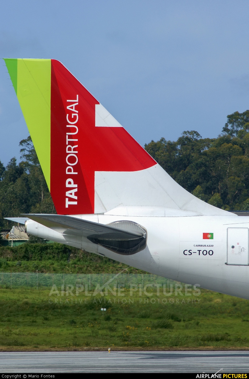 TAP Portugal CS-TOO aircraft at Porto