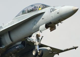 164953 - USA - Marine Corps McDonnell Douglas F-18D Hornet