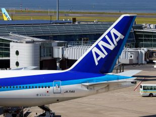 JA714A - ANA - All Nippon Airways Boeing 777-200