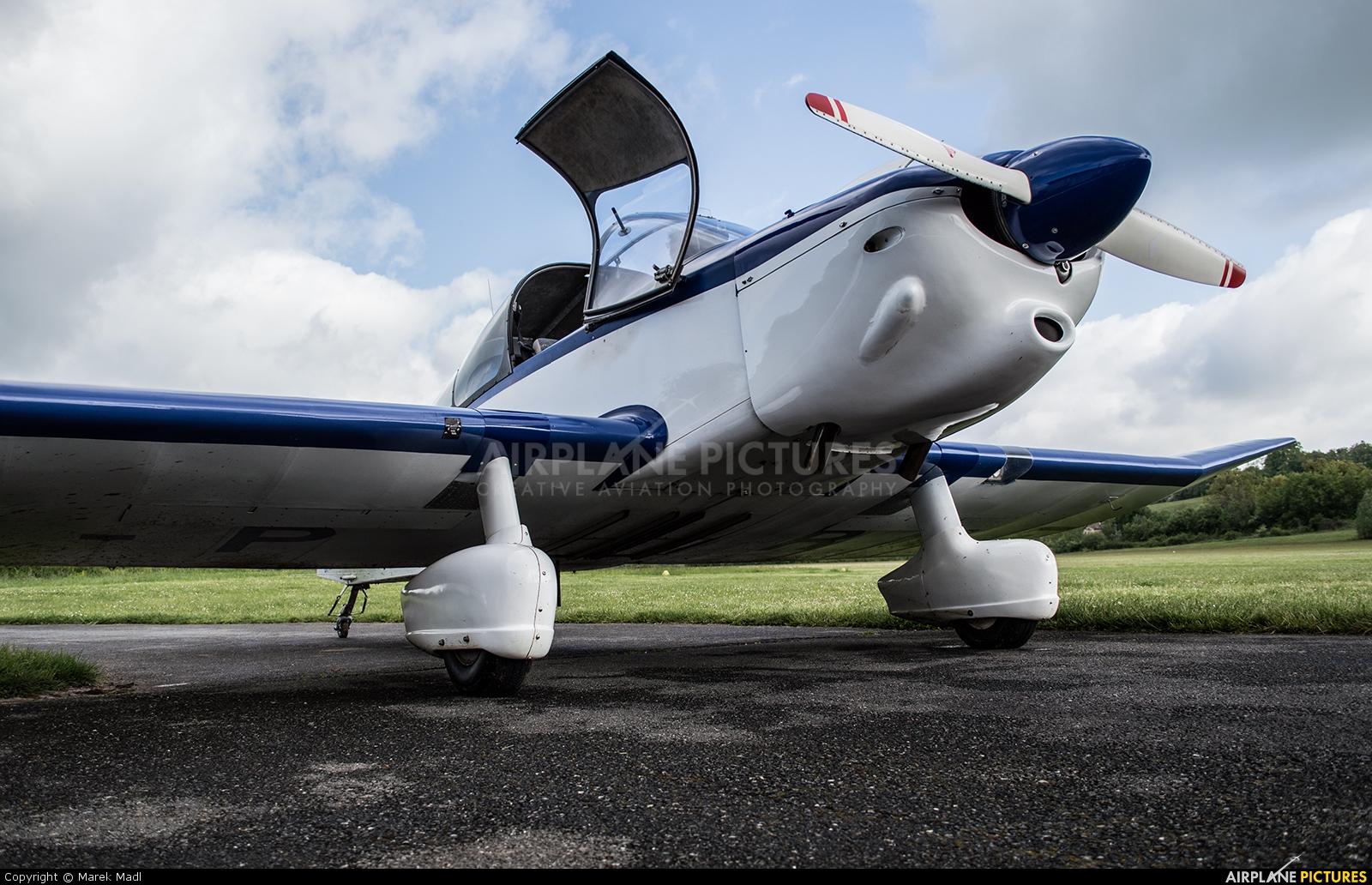 Private F-PRNE aircraft at Villefranche de Rouergue