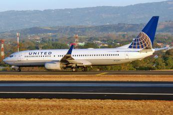 N76503 - United Airlines Boeing 737-800