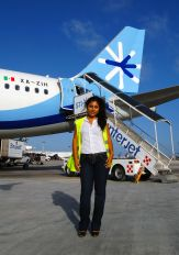 - - Interjet - Airport Overview - People, Pilot