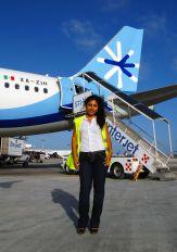 - - Interjet - Airport Overview - People, Pilot