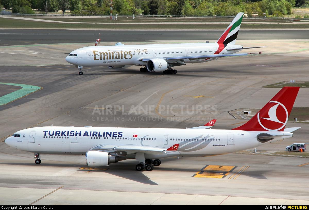 Turkish Airlines TC-JIM aircraft at Madrid - Barajas