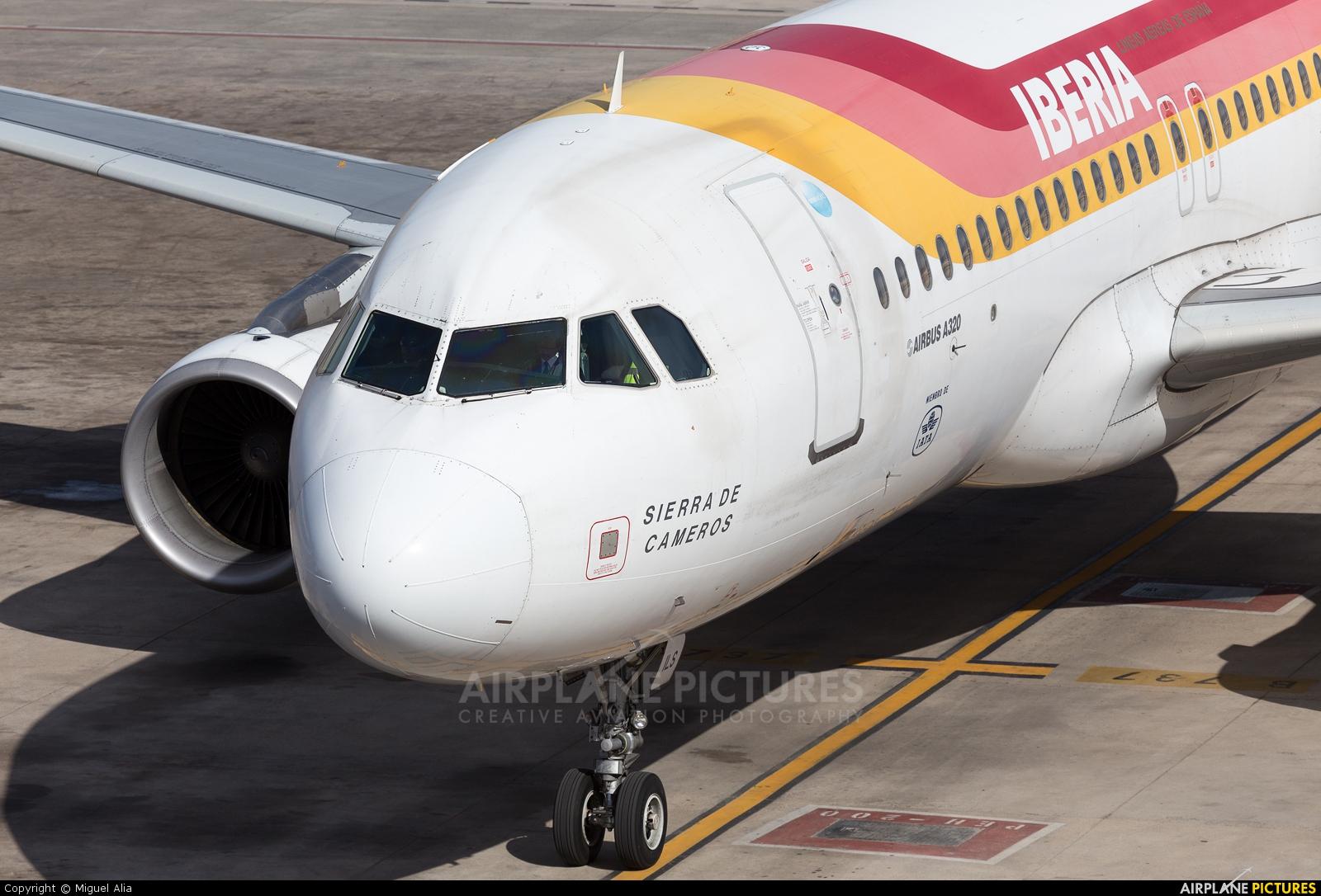 Iberia EC-ILS aircraft at Barcelona - El Prat