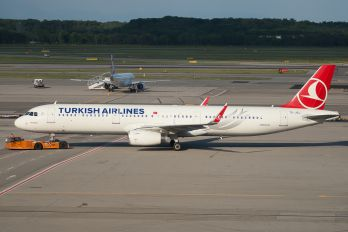 TC-JSJ - Turkish Airlines Airbus A321