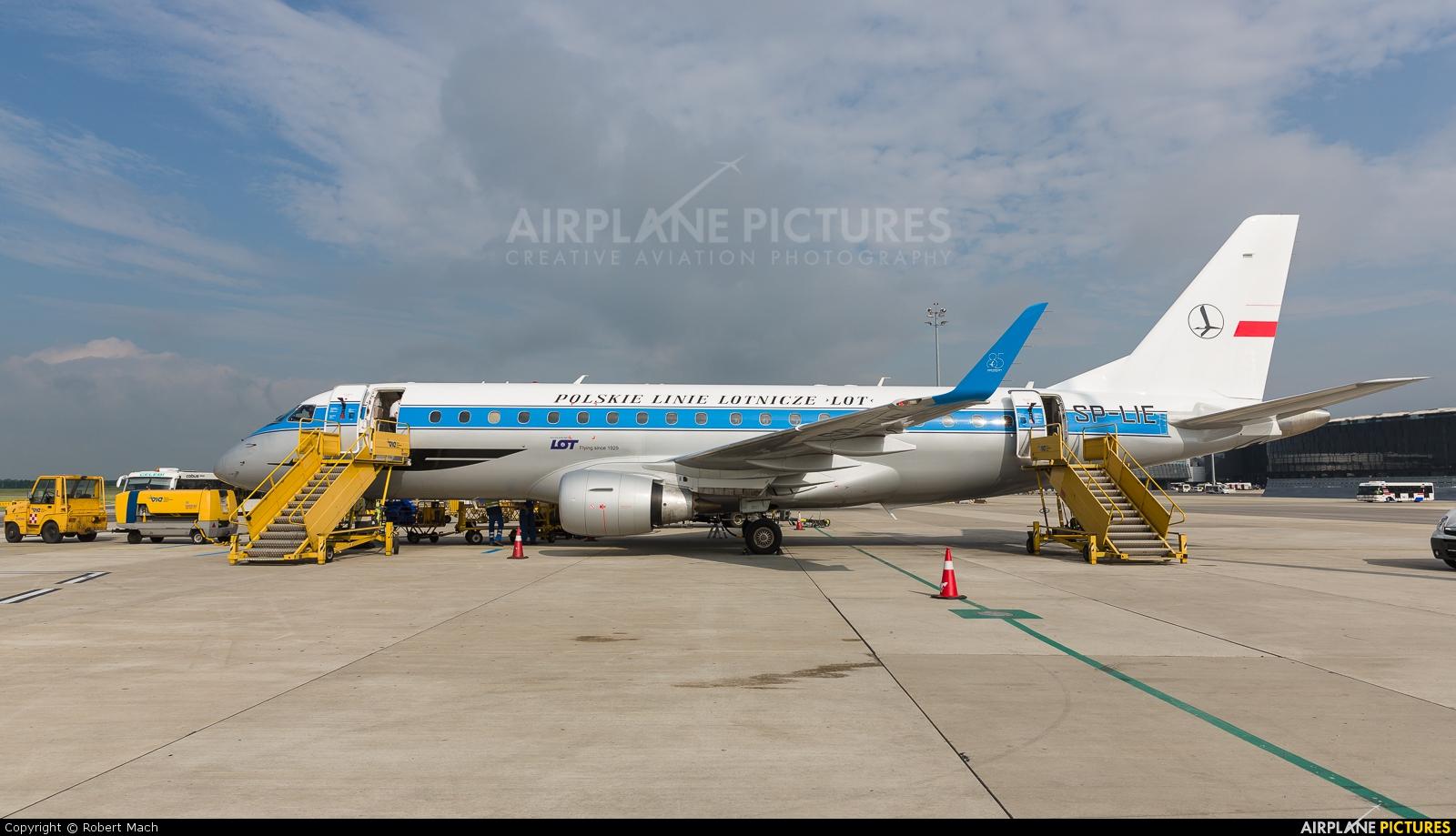 LOT - Polish Airlines SP-LIE aircraft at Vienna - Schwechat