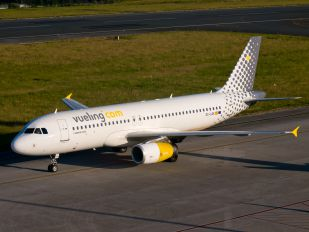EC-LQK - Vueling Airlines Airbus A320