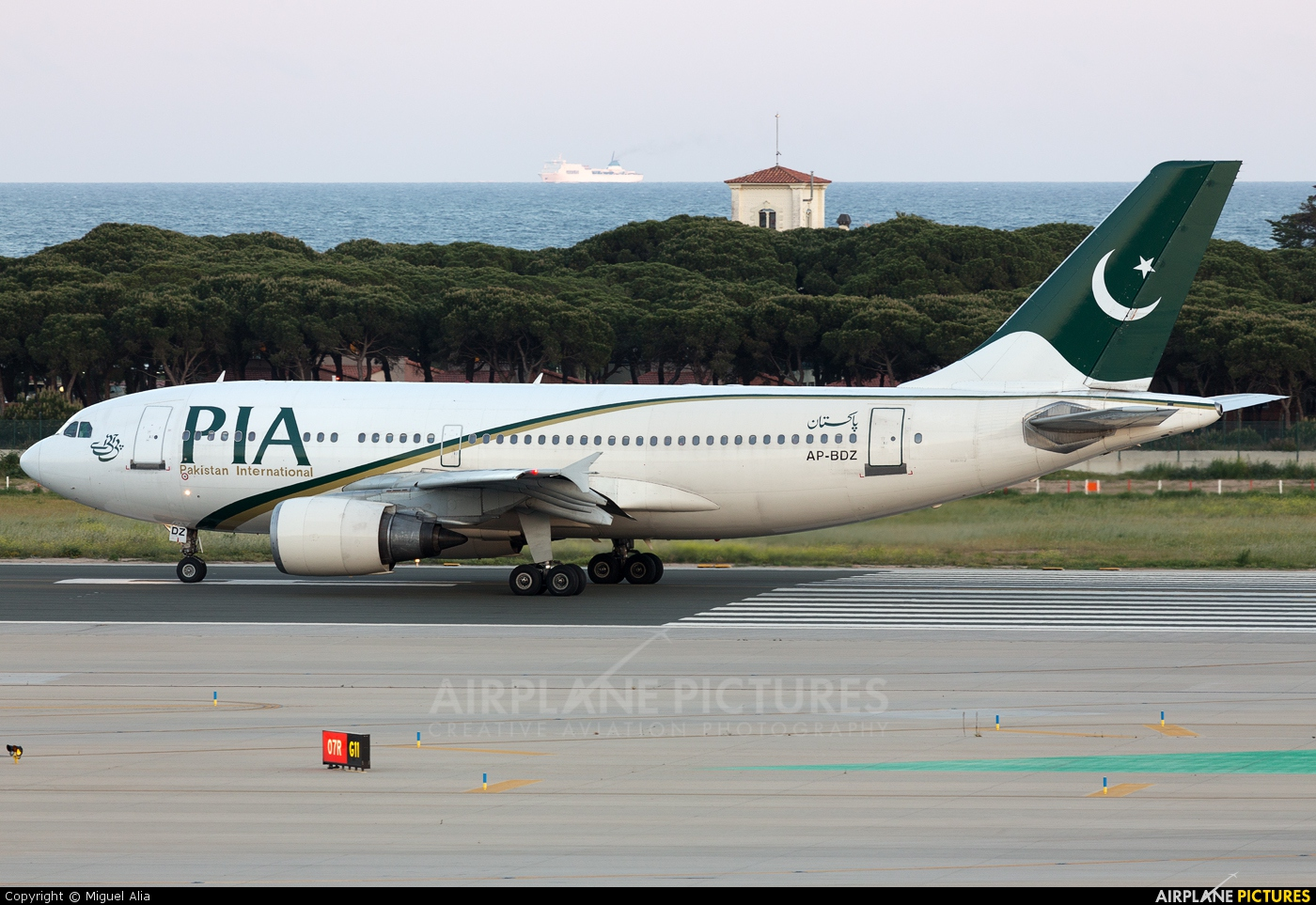PIA - Pakistan International Airlines AP-BDZ aircraft at Barcelona - El Prat