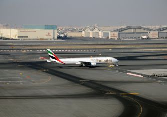 A6-EMW - Emirates Airlines Boeing 777-300