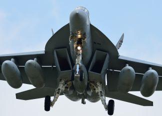 168366 - USA - Navy McDonnell Douglas F/A-18E Super Hornet
