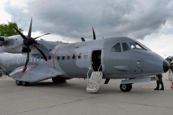 "027 - Poland - Air Force ""Orlik Acrobatic Group"" Casa C-295M"