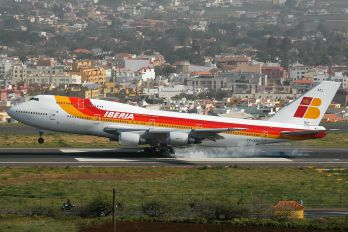 TF-ATJ - Iberia Boeing 747-300