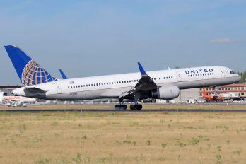 N17133 - United Airlines Boeing 757-200